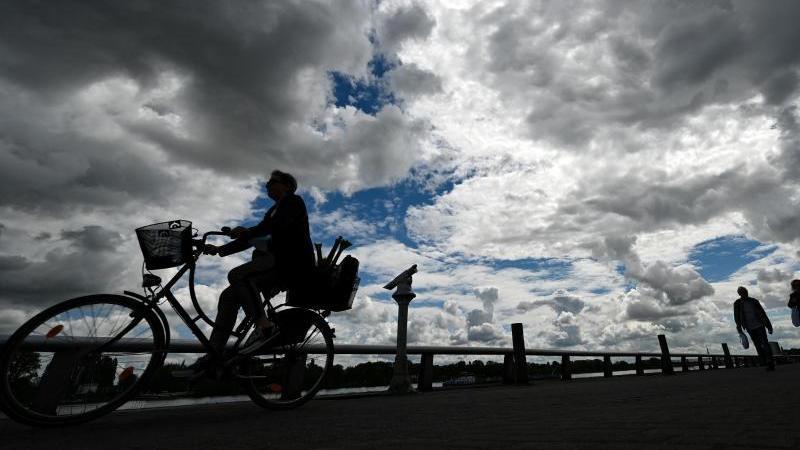 Heiterer Start in die Woche, ab Dienstag auch Regen erwartet