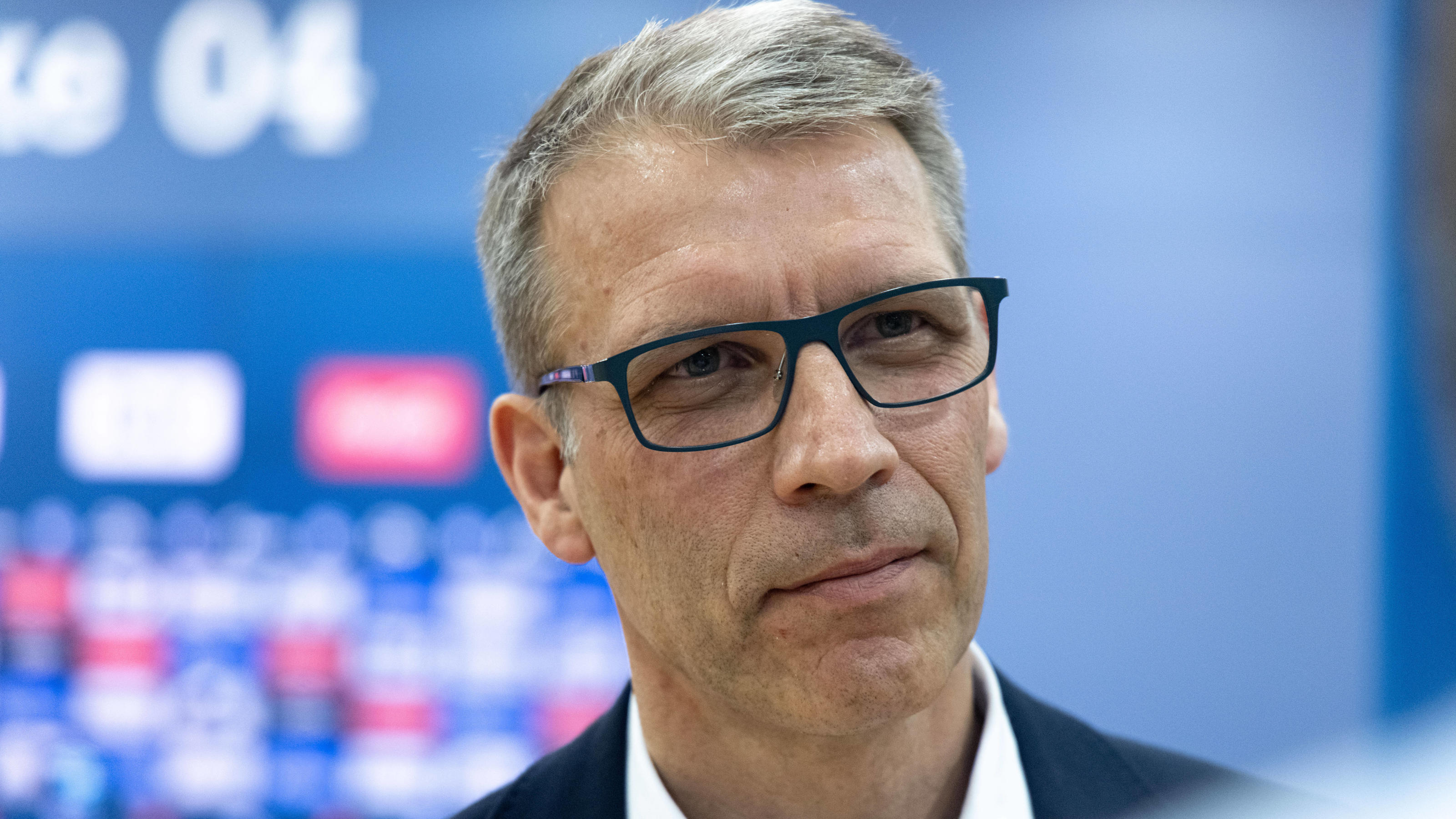 FC Schalke 04: Sportvorstand Knäbel stellt Spielern nach Jagdszenen frei, ob sie antreten