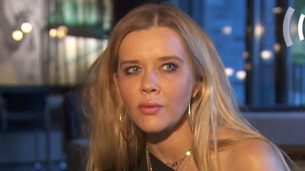 nackt Karasek Laura 41 Sexiest