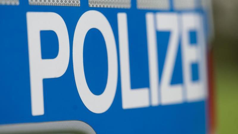Polizisten retten sich mit Sprung vor rabiatem Autofahrer
