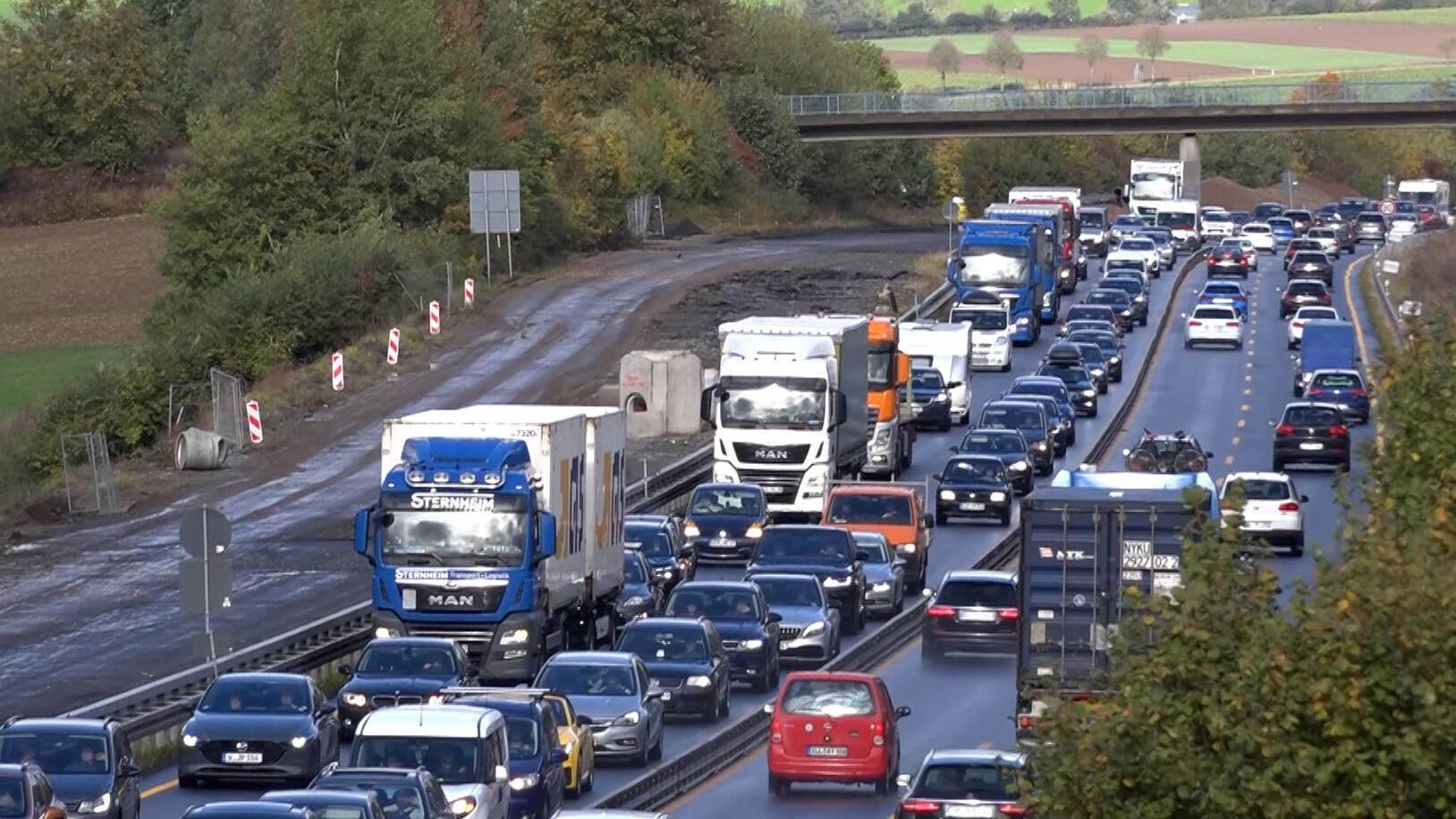 In 5 Bundesländern enden die Herbstferien: Auf diesen Autobahnen besteht Staugefahr am Wochenende