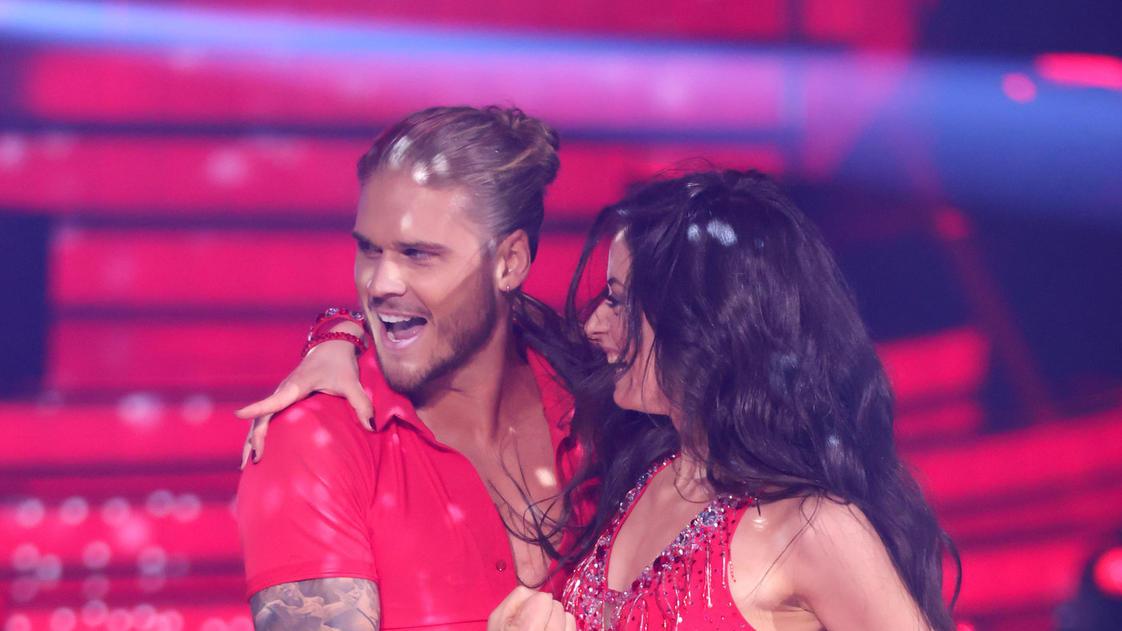 """Let's Dance 2021: Rúrik Gíslason bekommt die """"Wild Card"""" für die nächste Liveshow - RTL Online"""