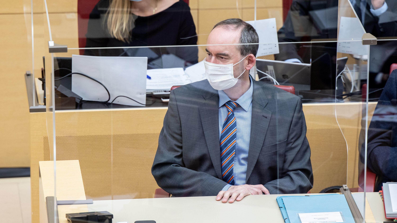 Nach Corona-Fall in Landtag: Ungeimpfter Hubert Aiwanger isoliert sich