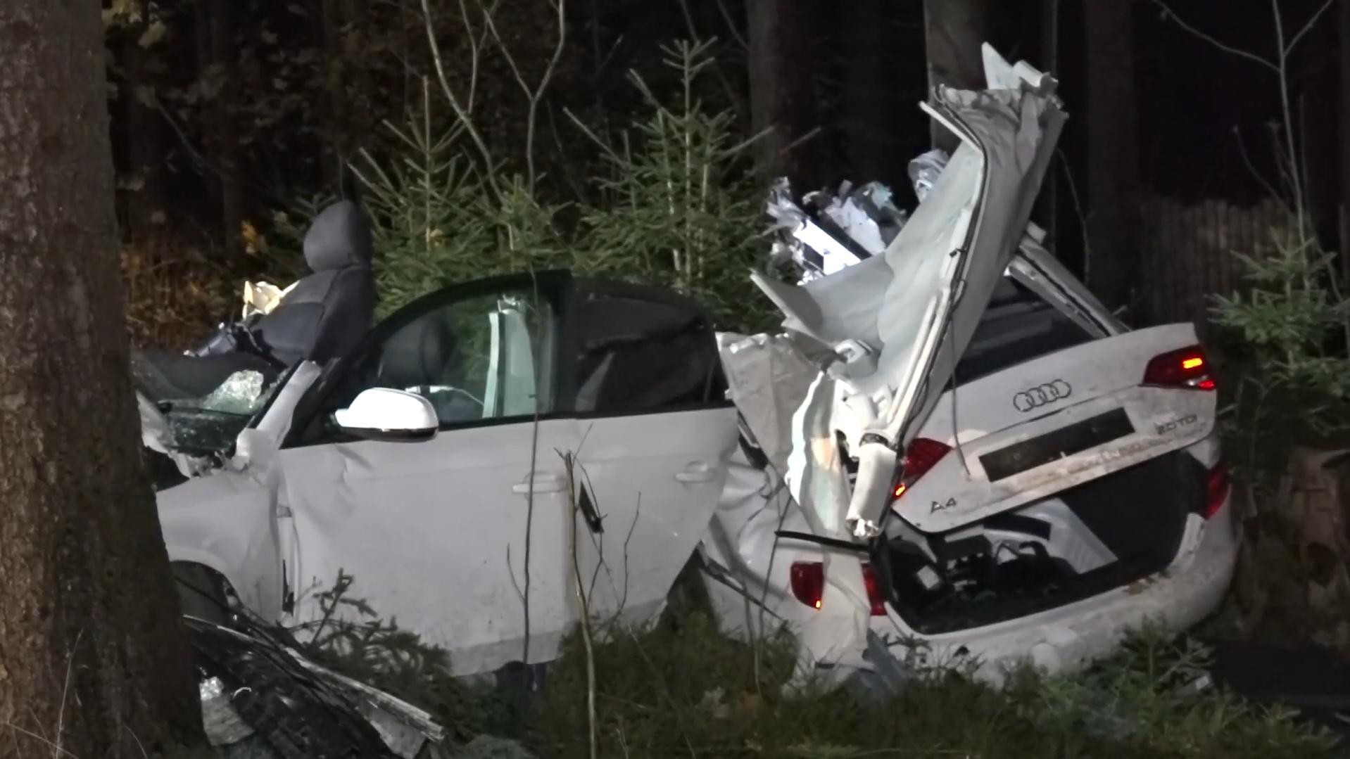 Triebel: Audi bei Unfall in mehrere Teile gerissen – Fahrer lebensgefährlich verletzt
