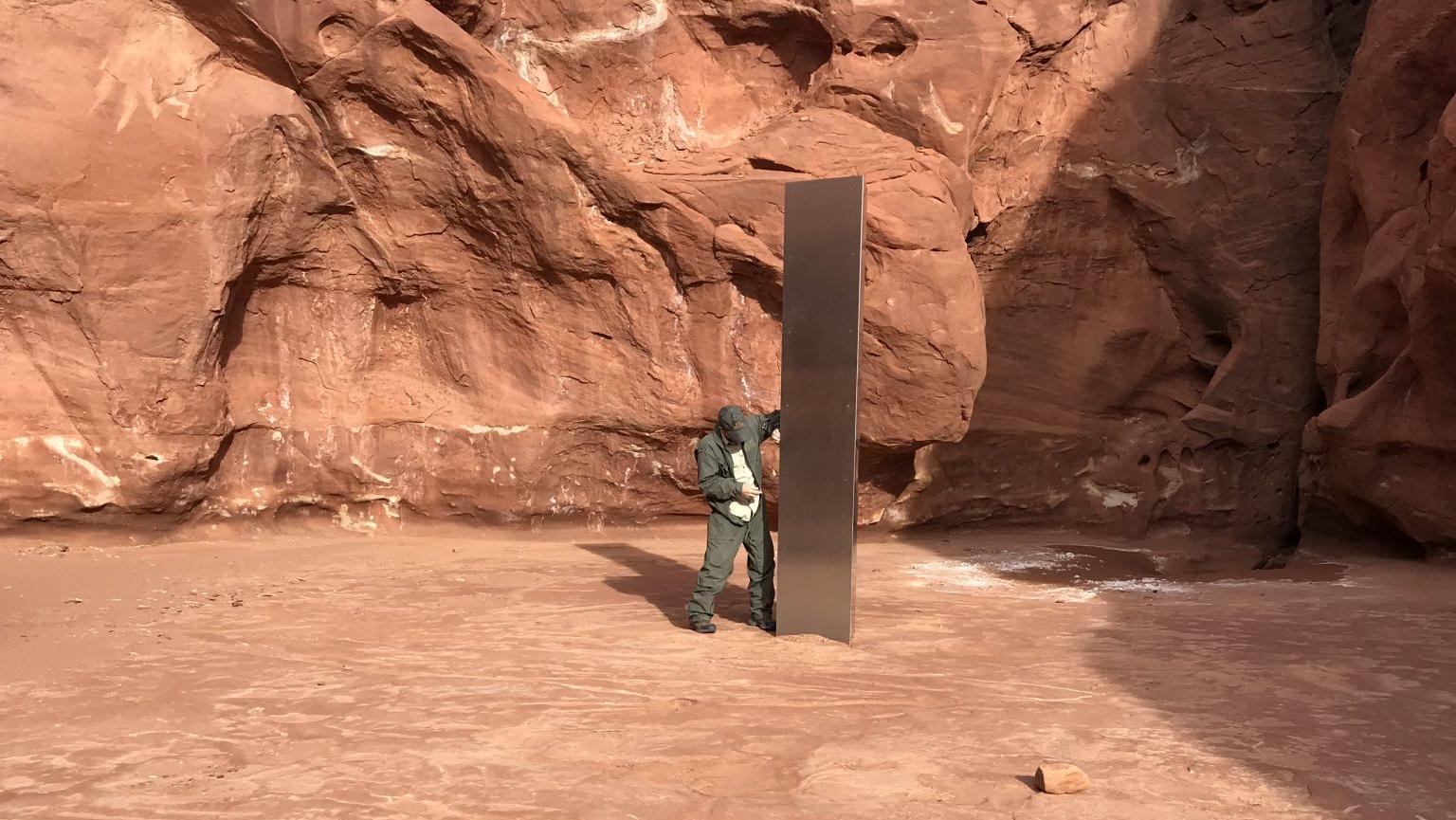 mysteri-ser-metall-monolith-in-der-w-ste-von-utah-entdeckt