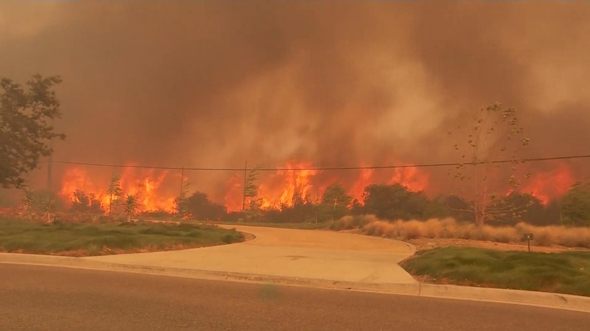 Kalifornien: Waldbrände treiben 90.000 Menschen aus ihren Häusern
