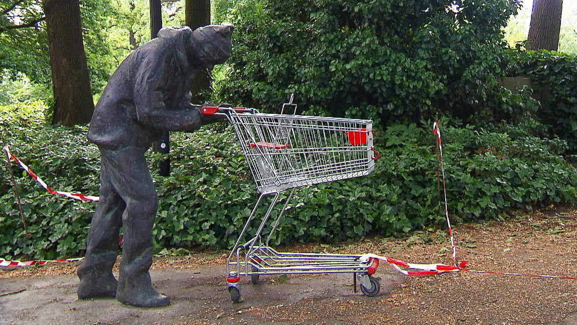 Hat Bremen seinen eigenen Banksy? Plötzlich steht eine Statue im Park