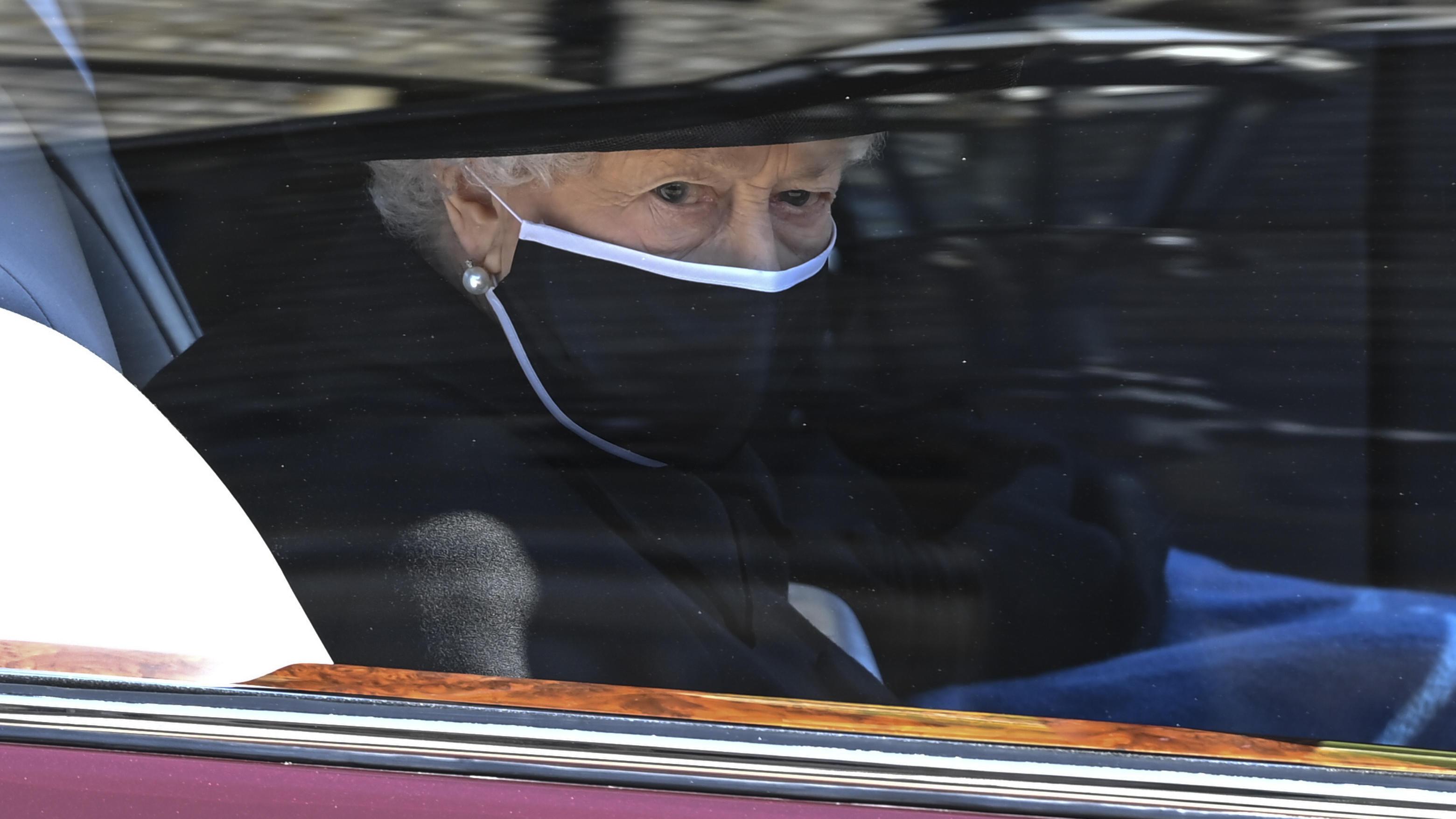 Queen Elizabeth zum ersten Mal nach Prinz Philips Beerdigung gesichtet