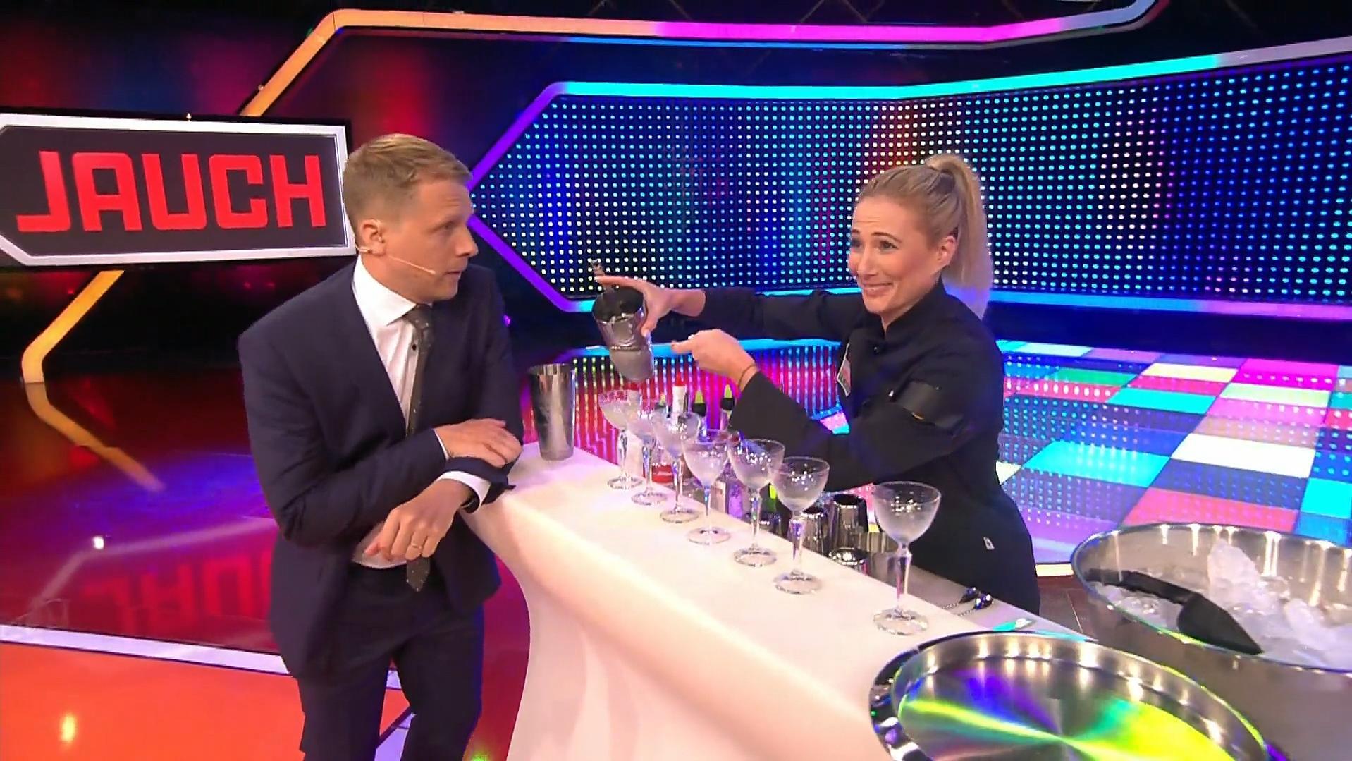 5 gegen Jauch: Cocktails für alle! Oliver Pocher lässt eine Runde teuflische Drinks mixen