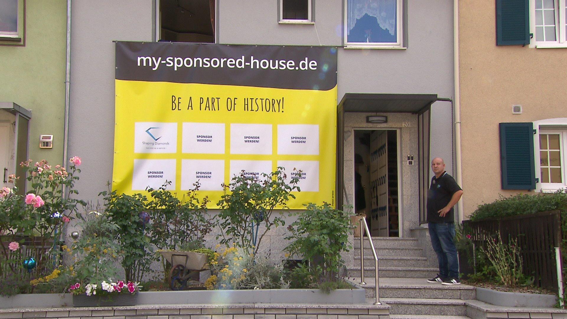"""""""my sponsored house"""": Um sich Haus leisten zu können, schaltet Käufer Werbung auf Außenfassade"""