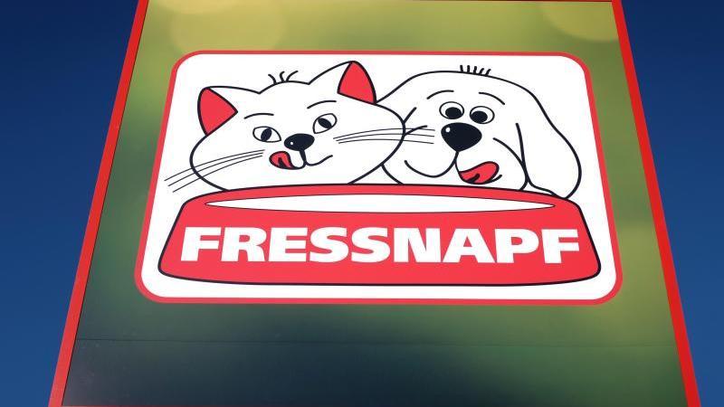 Salmonellengefahr! Hundesnacks bei Fressnapf zurückgerufen