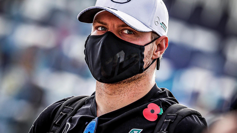 Imola-Pole: Valtteri Bottas guckt Lewis Hamilton aus