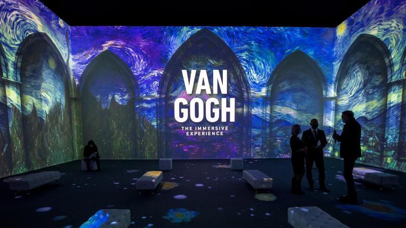 Eintauchen in Van Goghs Gemälde: Multimediale Schau