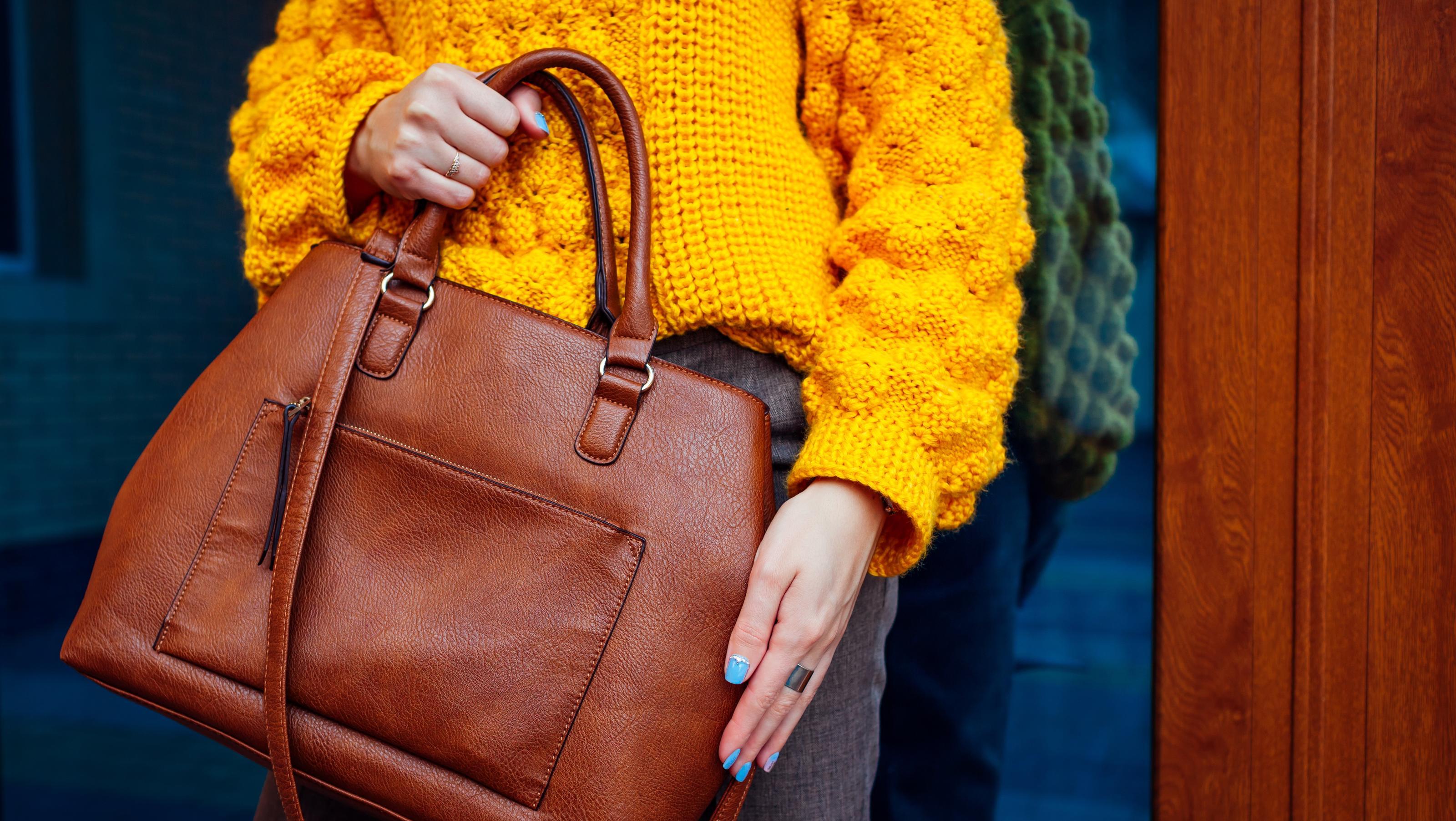 Warum Sie Handtaschen niemals aufhängen sollten