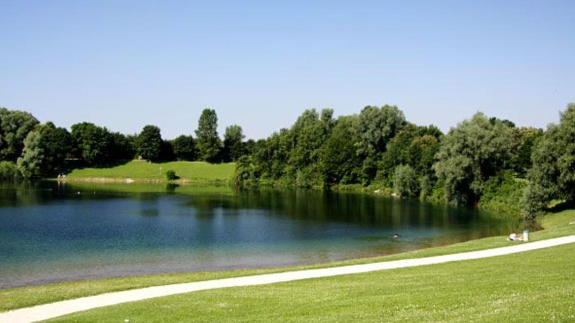 Aschheim: 15-Jährige bei Abschlussparty am See ins Gebüsch gezerrt und vergewaltigt