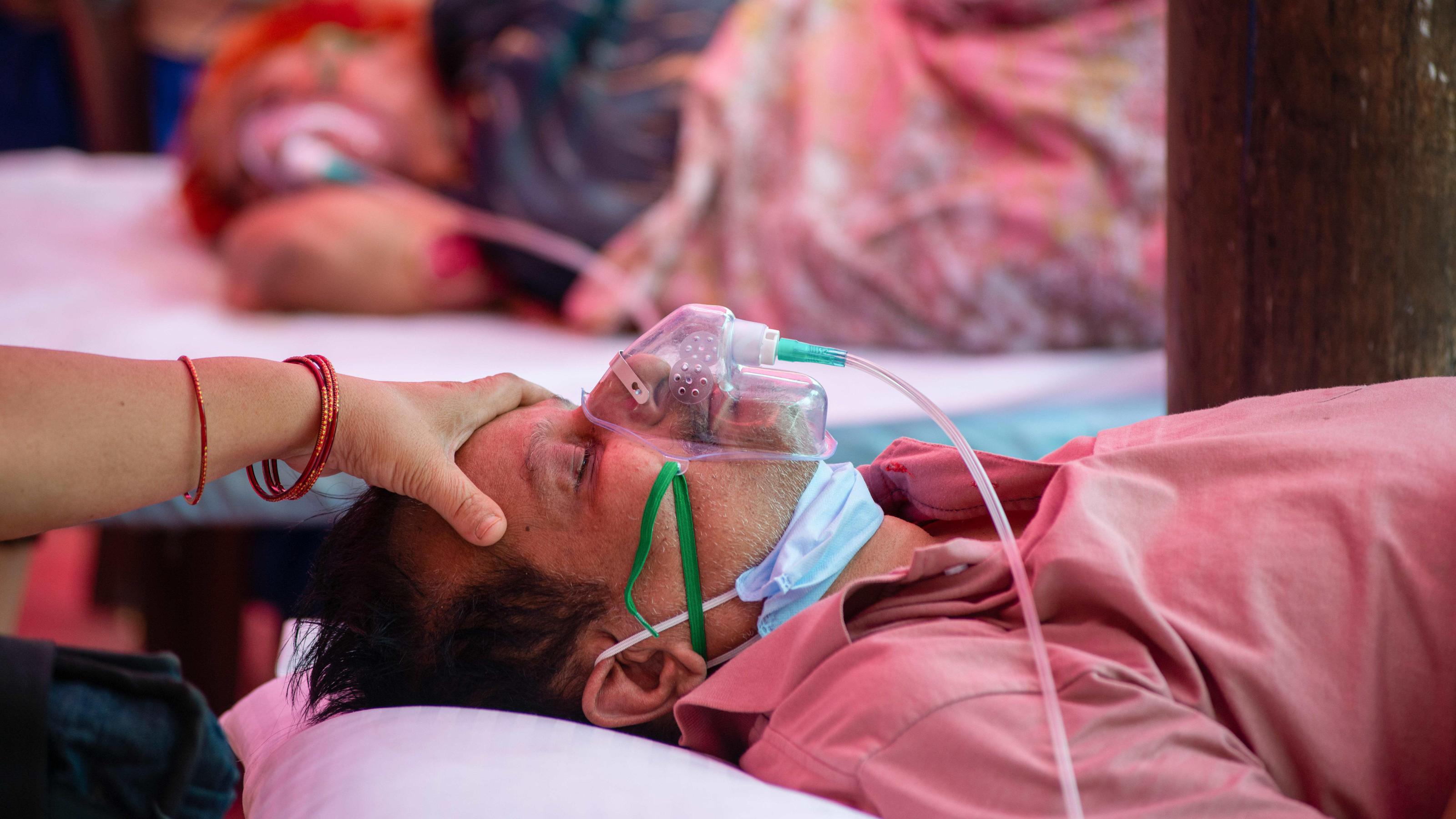 """Mukormykose: """"Schwarzer Pilz"""" verstümmelt Covid-Patienten in Indien"""