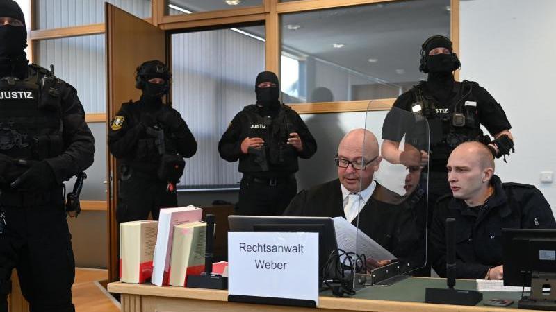 Gewalt-Videos und Nazi-Comics auf PC des Angeklagten