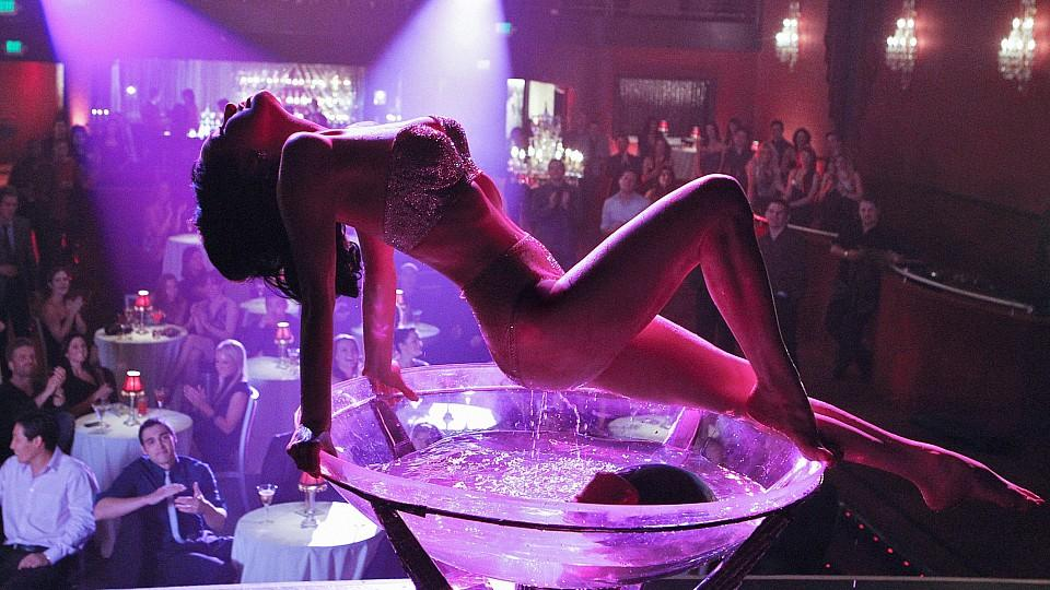 What girlfriends can, cannot do in a strip club