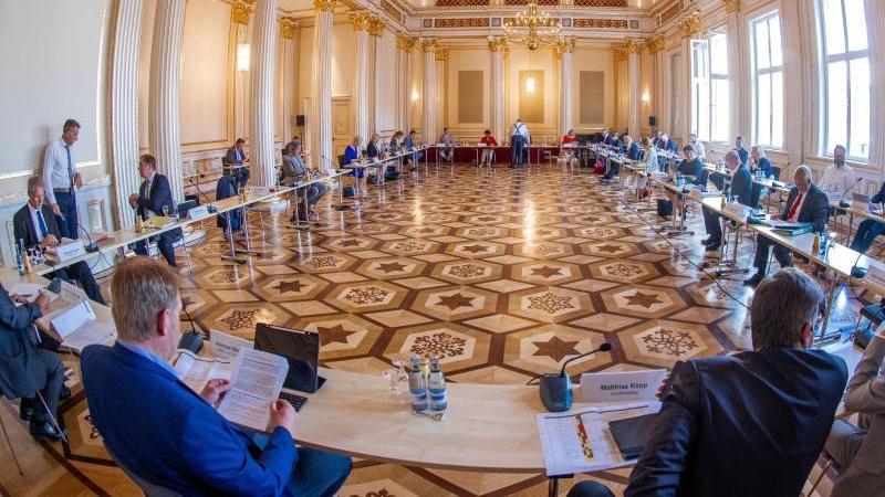 Corona und Wirtschaft: Kabinett bereitet Herbst vor