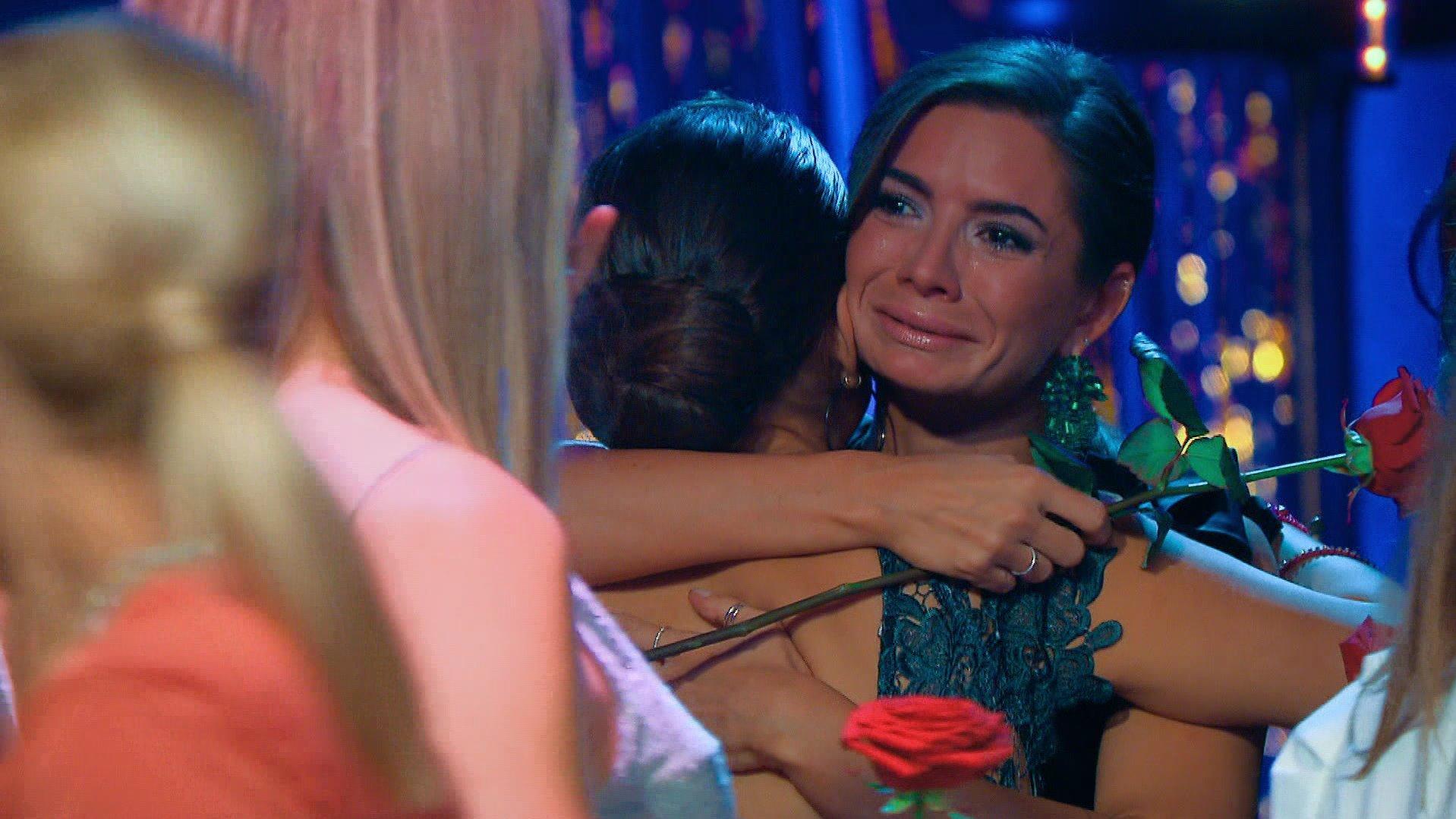 Bachelor 2021: Michèle weint nach Nikos Entscheidung - Diese Ladys sind raus - RTL Online