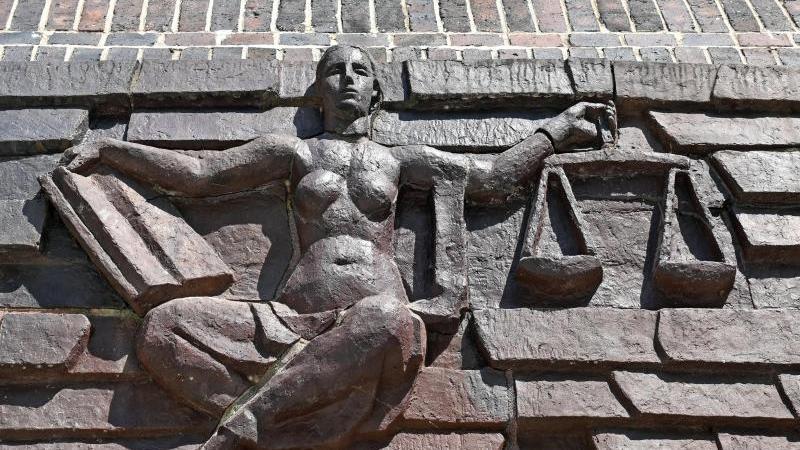 Ermittler: Mutmaßliche Rechtsterroristin mit Kontakt zu NSU