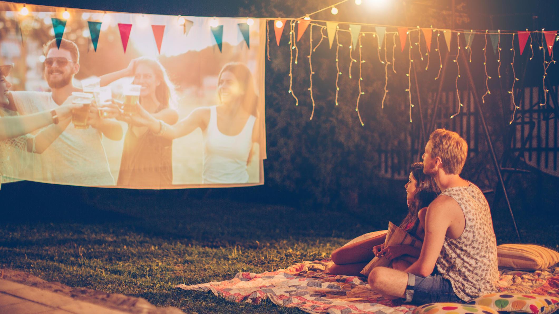 Open-Air-Fernsehabend: TV, Beamer & Co. für zuhause im Check