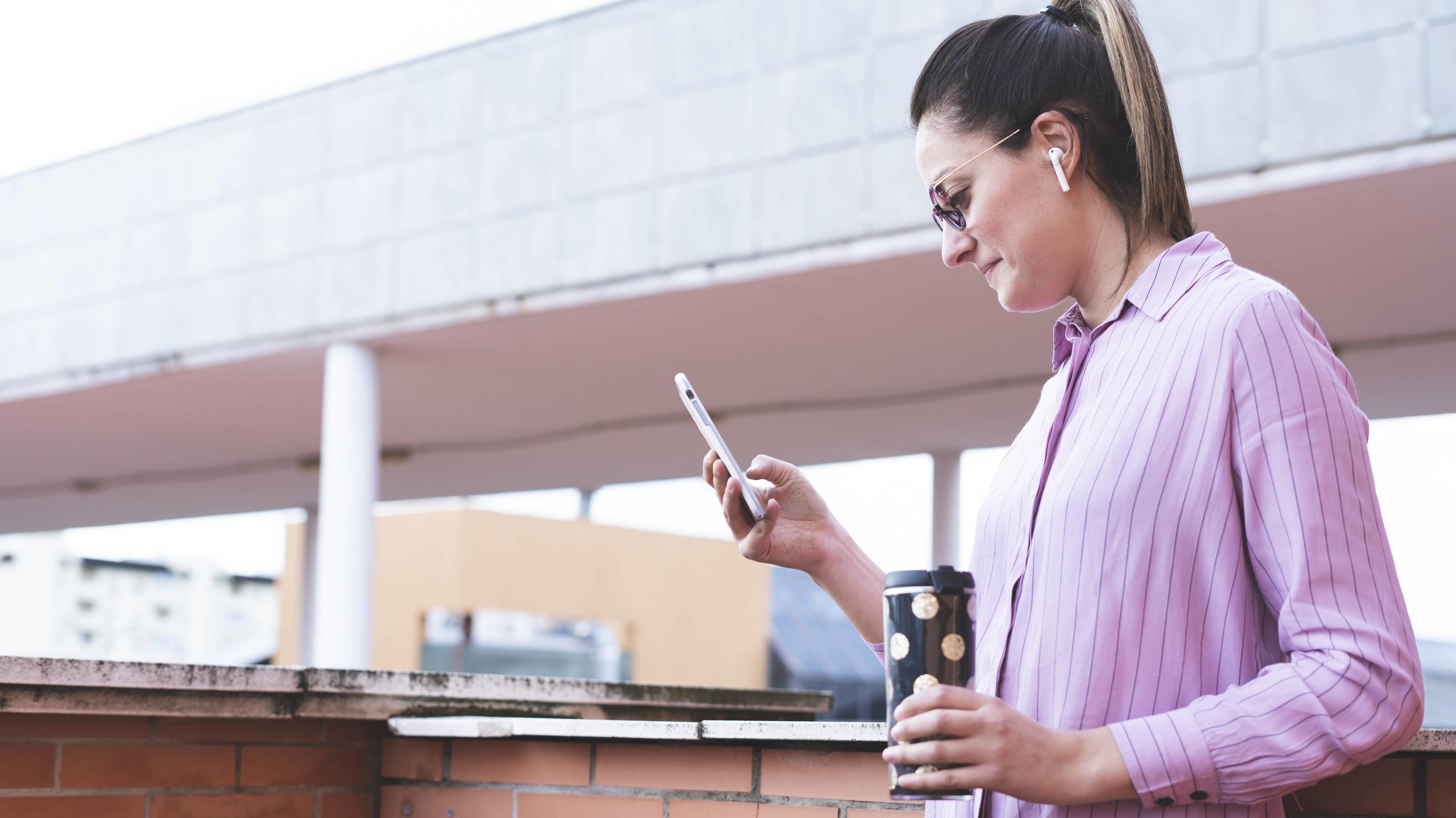 Schneller durch jede Telefon-Hotline: Mit diesen Tricks umgehen Sie Warteschleifen!