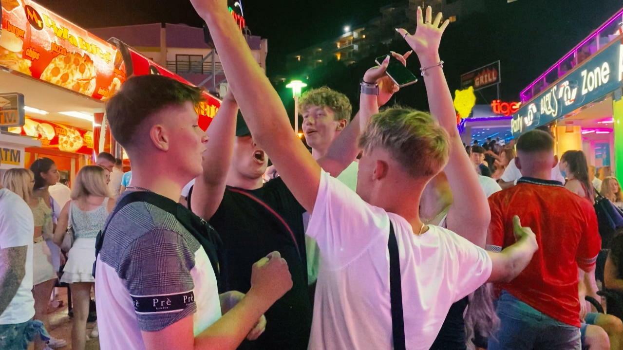 Corona-Alarm auf Mallorca: Die Briten sind da!