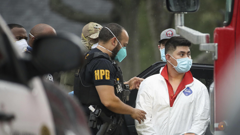 Hungrig und mit Corona-Symptomen: US-Polizei befreit 90 Menschen aus überfülltem Haus