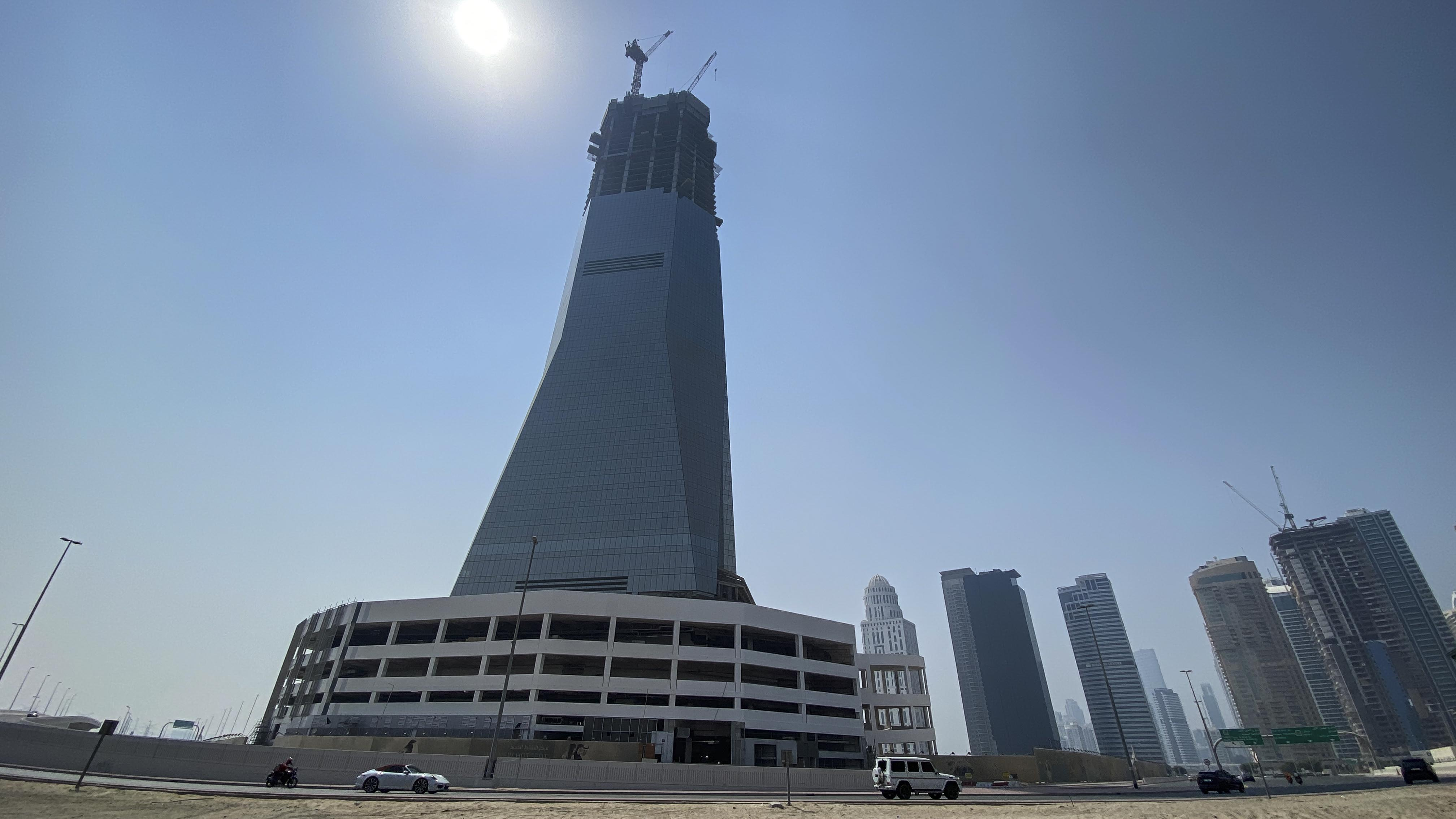 Robots scale new heights to build Dubai's latest high-rise